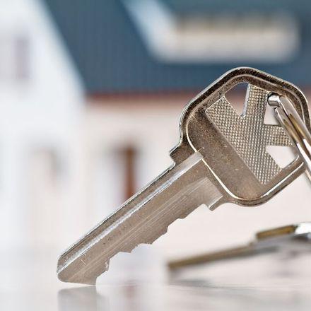 Problemy z płaceniem podatku od sprzedaży mieszkania po śmierci małżonka